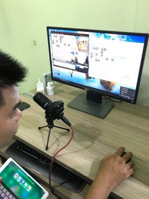 khách hàng mua mic thu âm 6