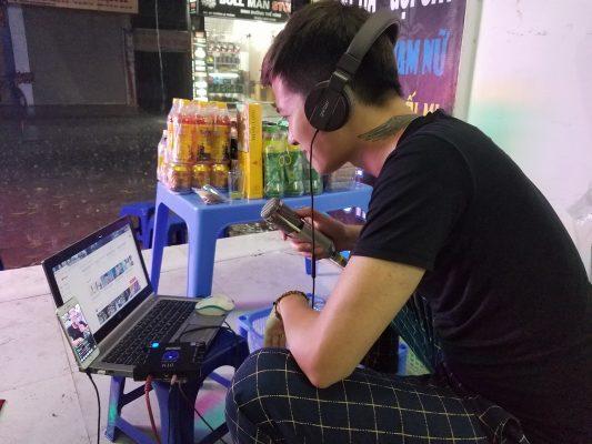 khách hàng mua mic thu âm 7