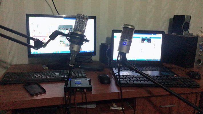 khách hàng mua mic thu âm 10